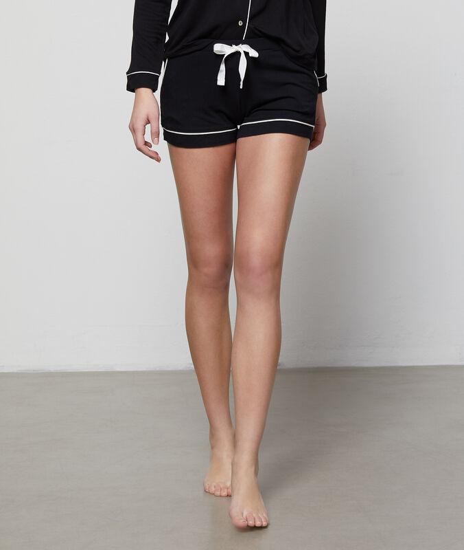 Two-tone shorts black.
