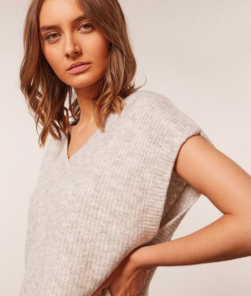 Sleeveless knitted jumper ;${refinementColor}