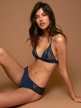 Hipster in stitched lace navy.