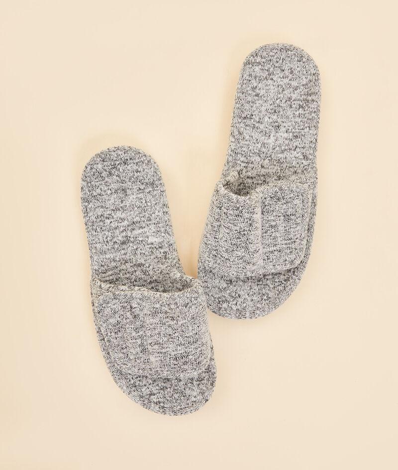 Open mule slippers ;${refinementColor}