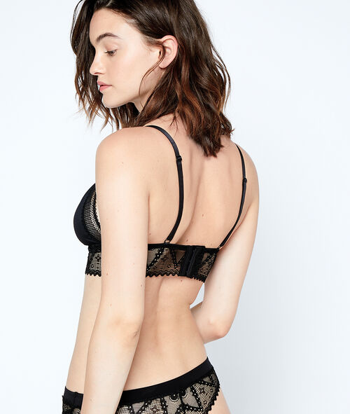 Non-wired triangle bra, removable pads
