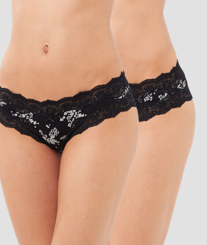 Pack of two lace-edged microshorts black/white.