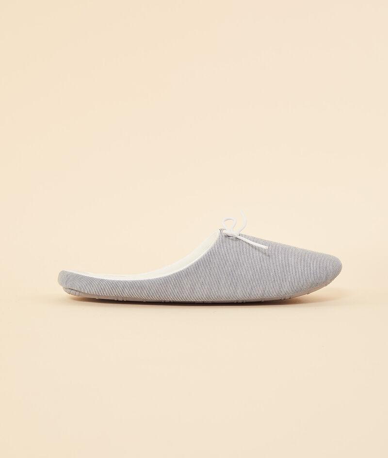Mule slippers;${refinementColor}