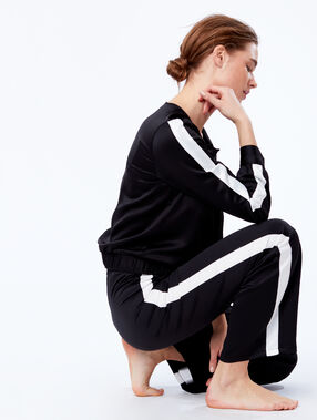 Pantalon large satiné à bandes contrastées noir.