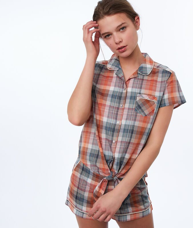 Knotted chequered shirt orange.