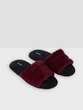 Faux fur slippers garnet.