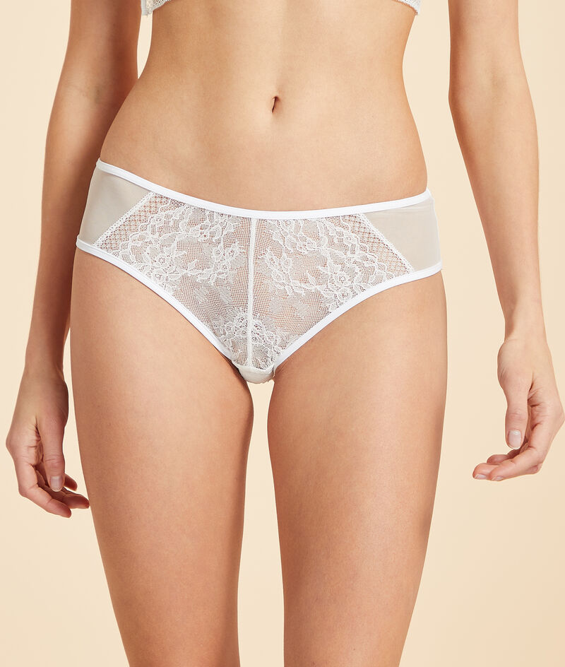 Lace and tulle shorty;${refinementColor}