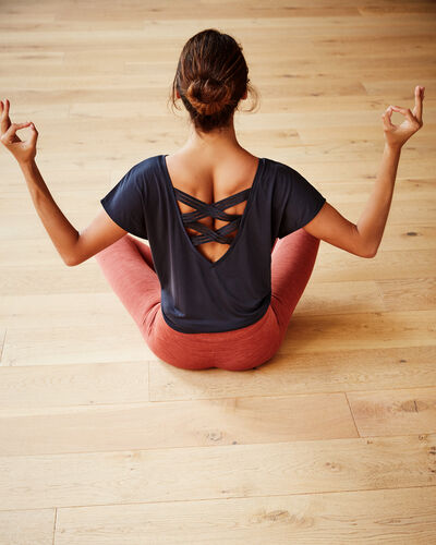 Yoga therapy t-shirt anthracite.