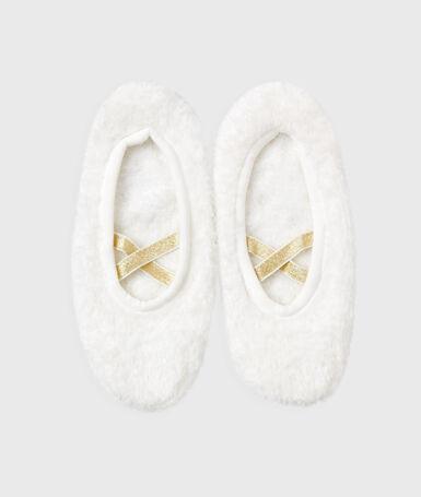 Soft slippers white.