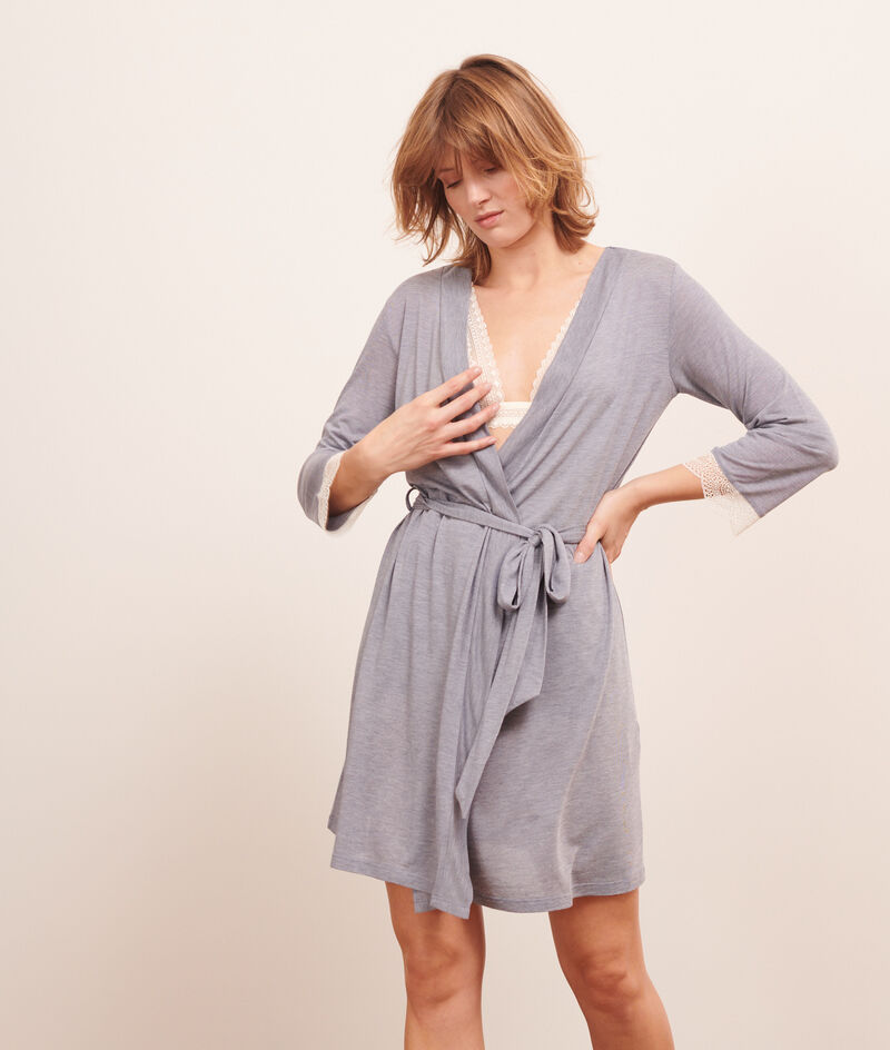 Lace detailing robe;${refinementColor}