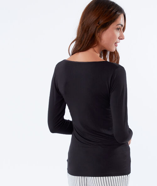 Long sleeved top with lace neckline