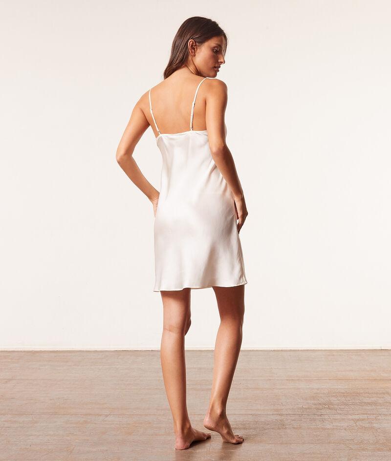 Silk nightdress;${refinementColor}