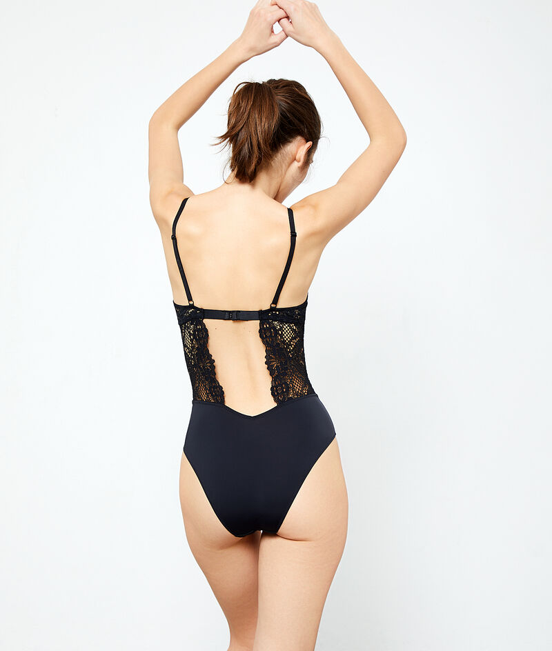 Lace body, open back;${refinementColor}