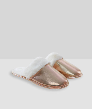 Chaussons rose.