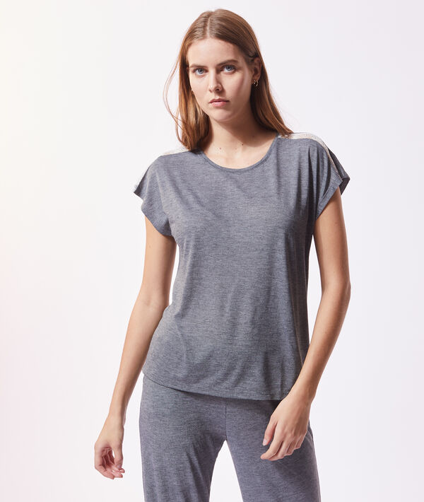 Short sleeve top;${refinementColor}