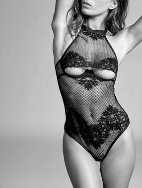 Mesh body with french lace black.