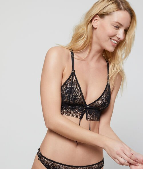 Lace triangle bra with eyelet