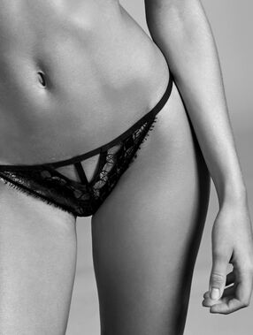 Tanga in fine lace black.