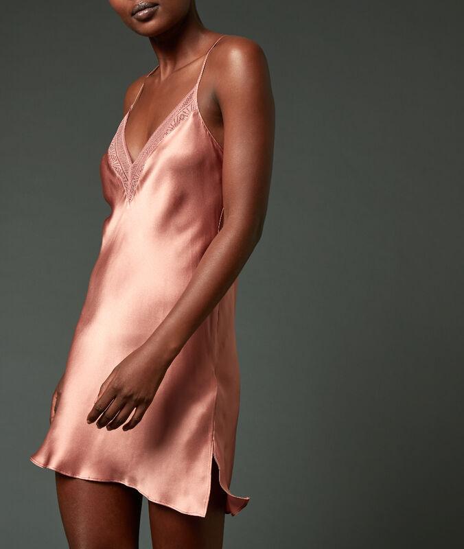 Nuisette 100% soie croisée dans le dos rose.