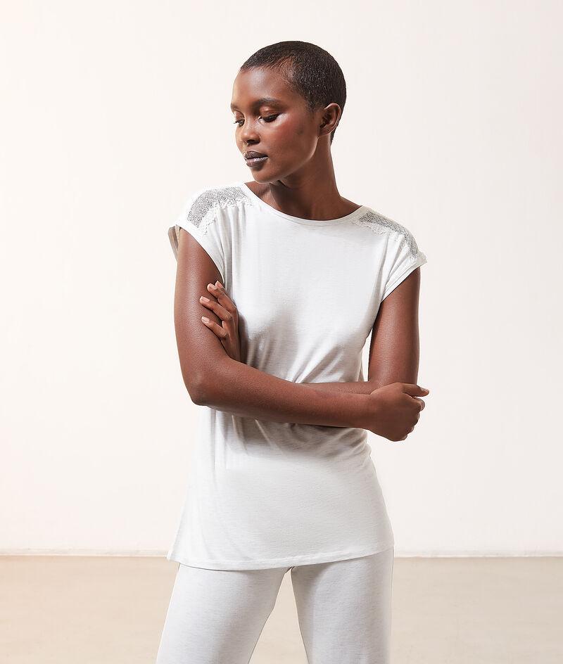 Lace detail short sleeve top;${refinementColor}