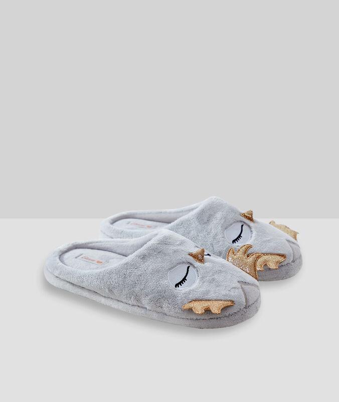 Chaussons hiboux gris.