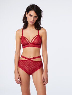 High-cut leg lace knickers rouge.