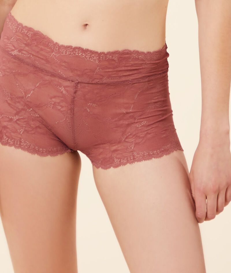 Boy leg shorty in stretchy lace and eco-friendly ;${refinementColor}