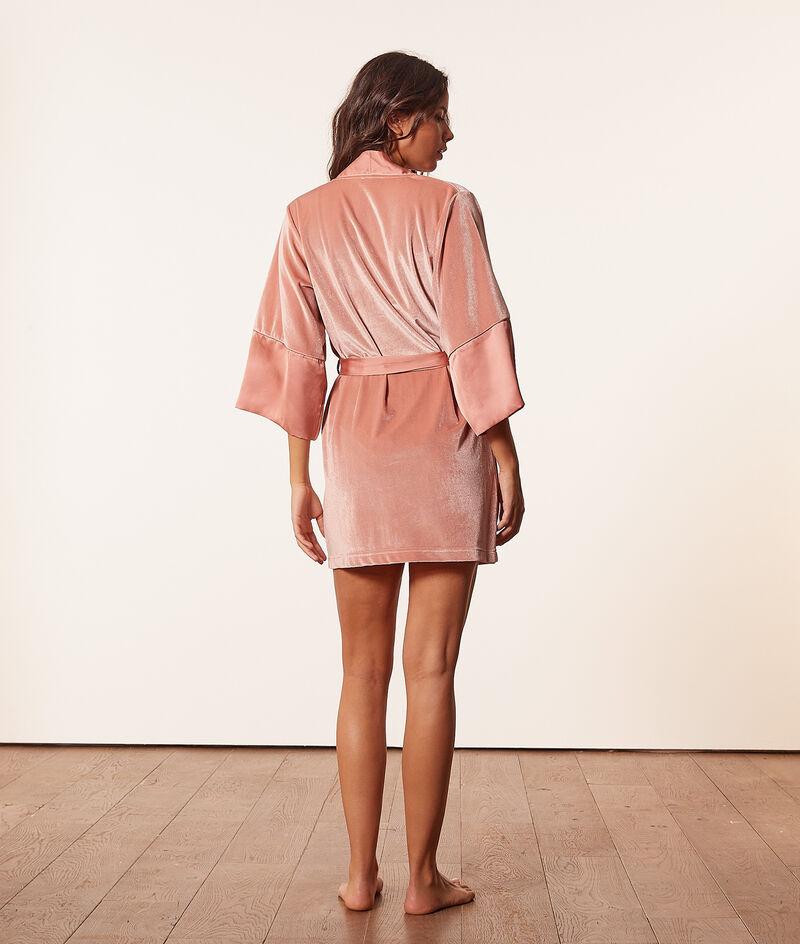 Velvet robe ;${refinementColor}