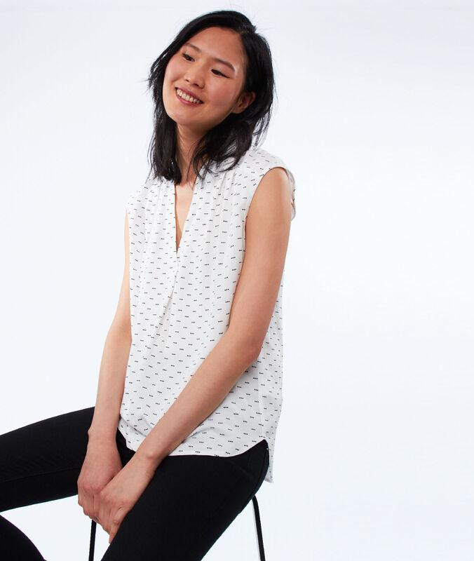 Polka-dot blouse ecru.