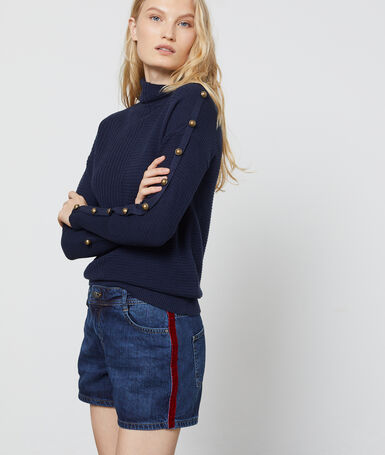 Jean shorts with side stripe stone.
