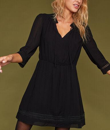 Robe avec détails guipure noir.