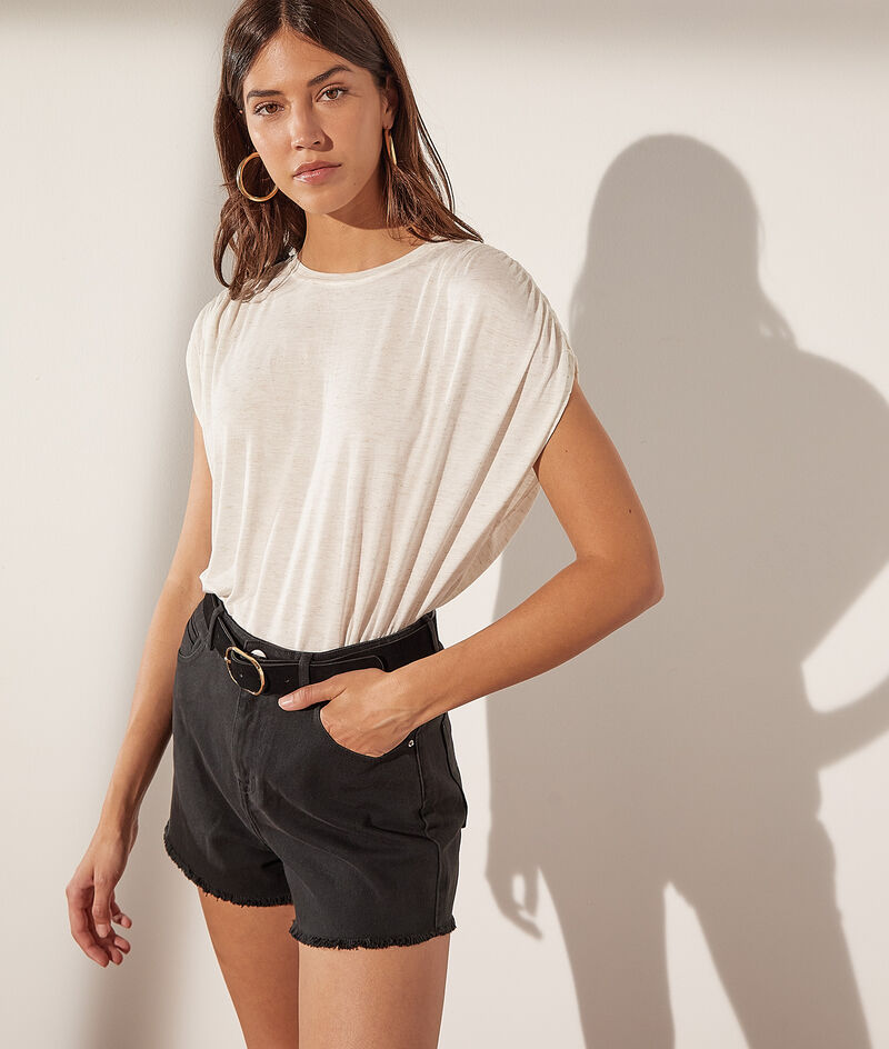 T-shirt with loose sleeves and metallic thread