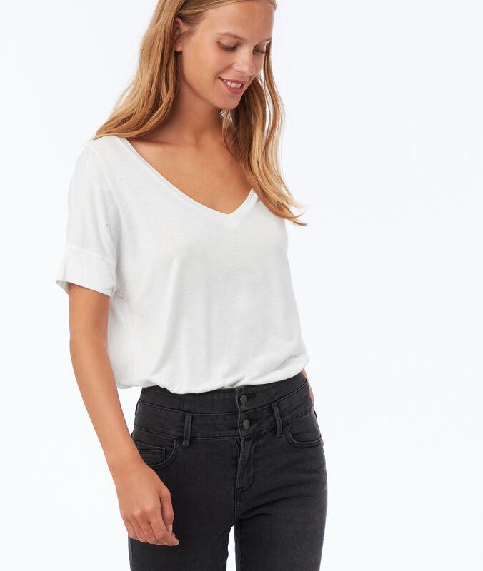 V-neck t-shirt white.