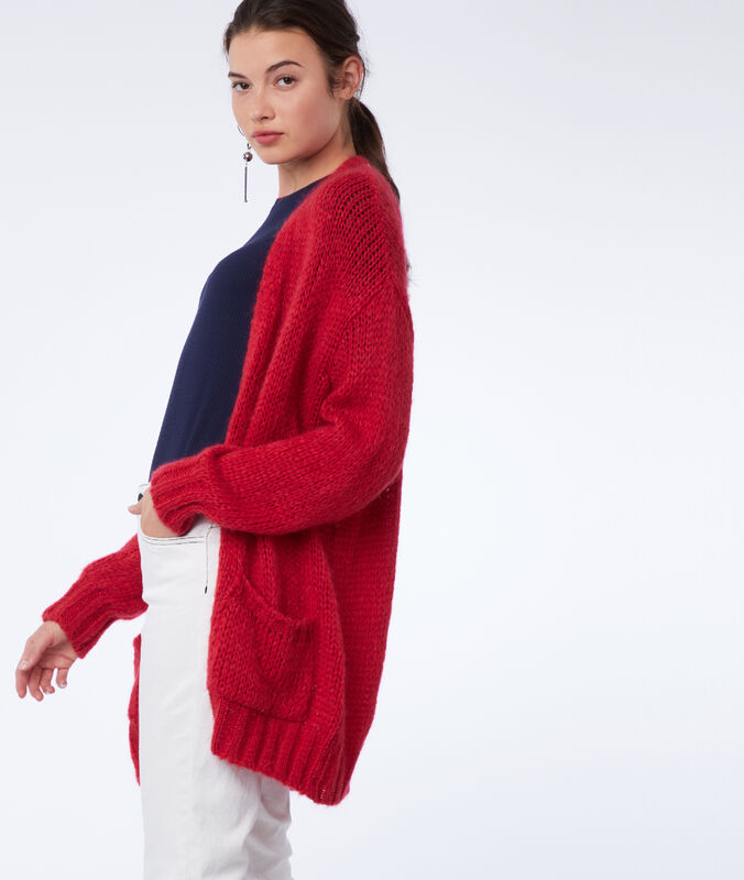 Gilet long grosse maille rouge.
