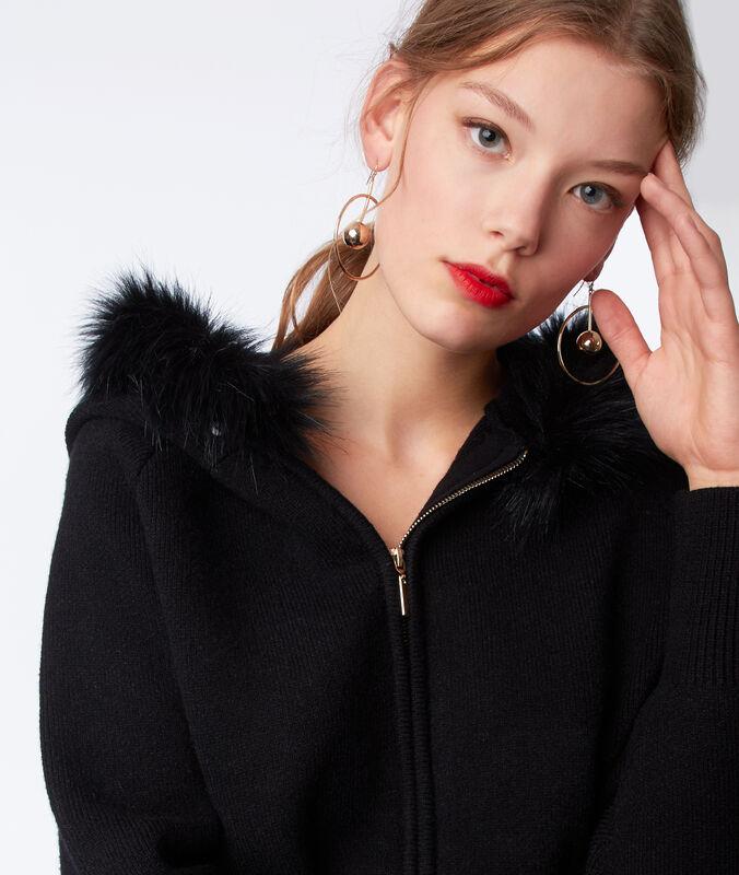 Veste à capuche avec fausse fourrure noir.