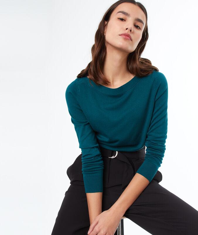 Long sleeves sweater green.