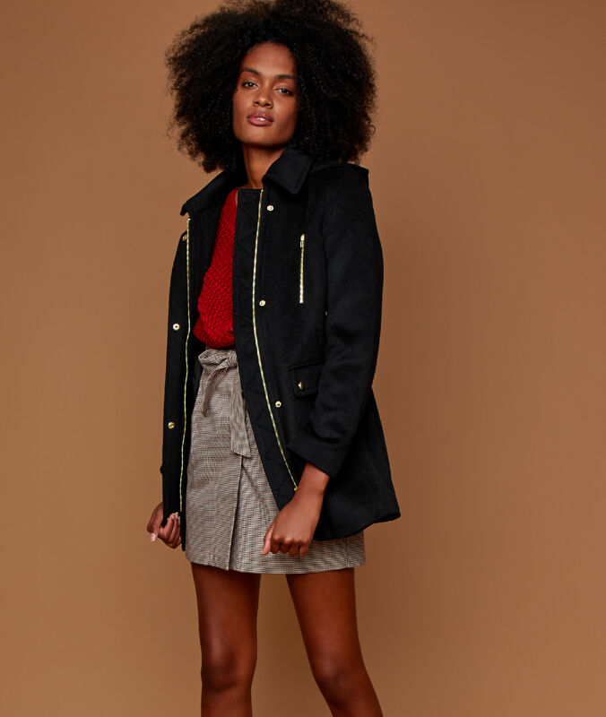 Manteau 3/4 à capuche noir.