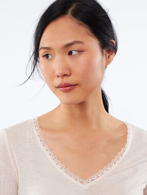 V-neck t-shirt with lace detail nude.