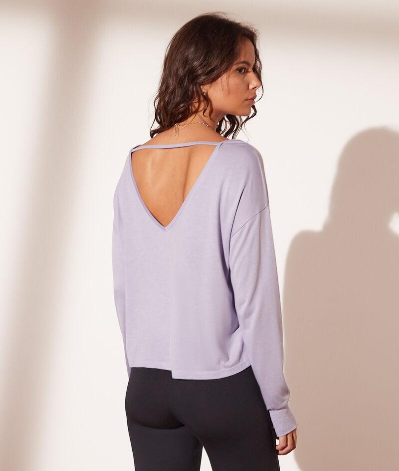 Long-sleeved V-neck and back top