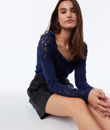 V-neck sweater with guipures navy blue.