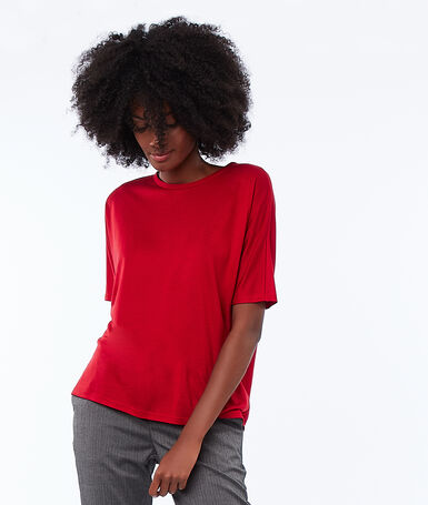 Wide neck t-shirt carmine.