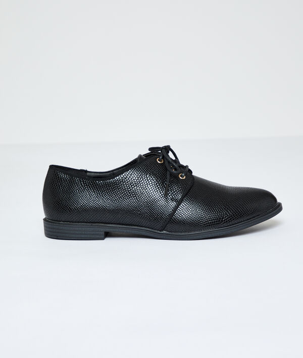 Derby shoes in scale look