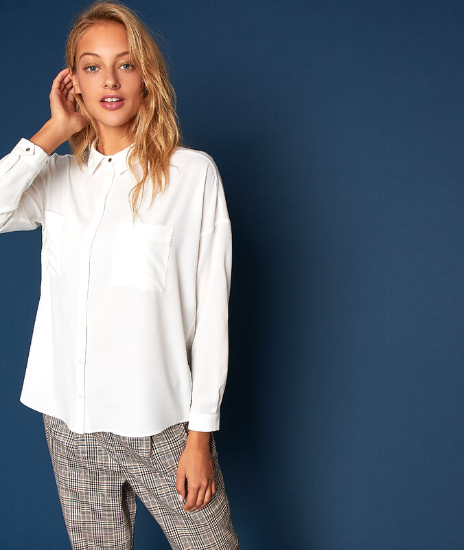 Plain blouse with 2 pockets ecru.