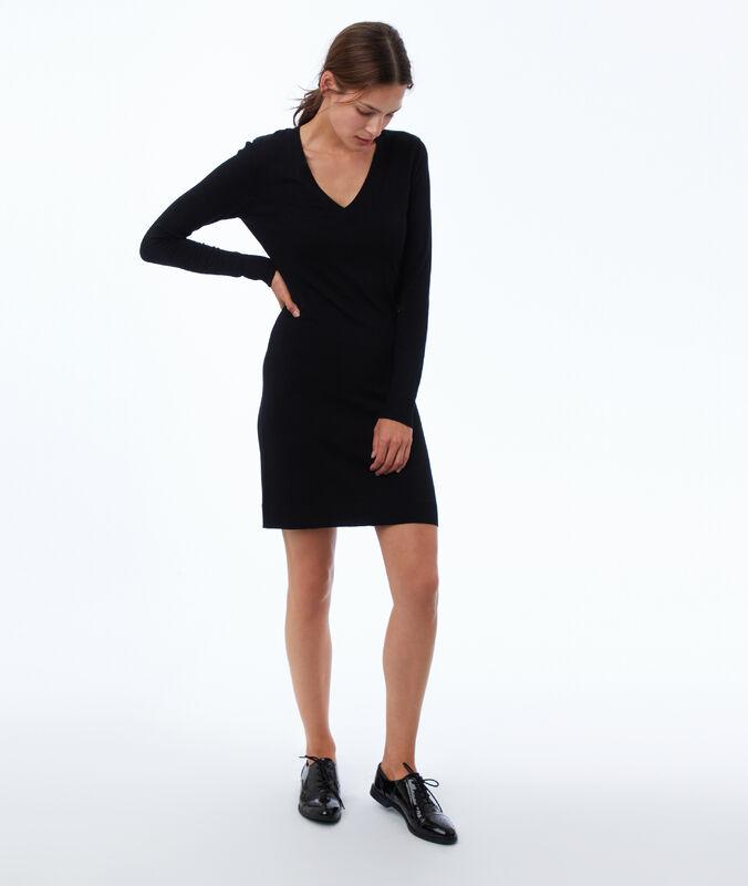 Long sleeve jumper dress with v-neck black.
