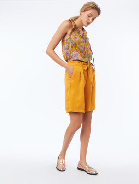 Floral print top with tunisian neck mimosa yellow.