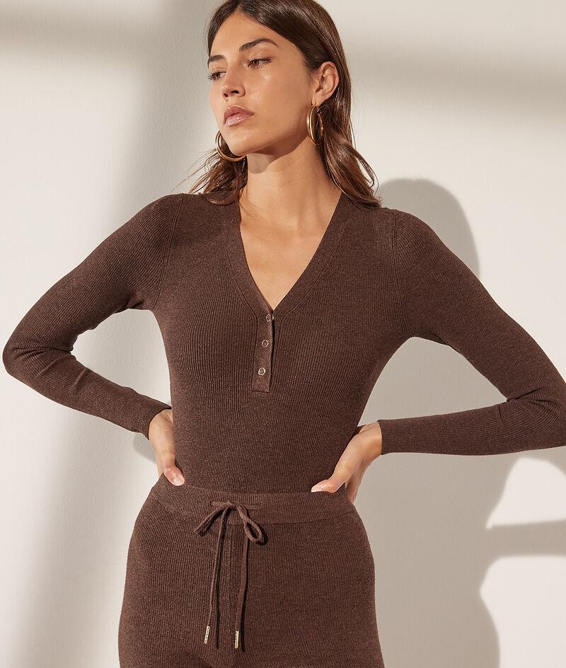 Knit long-sleeved body