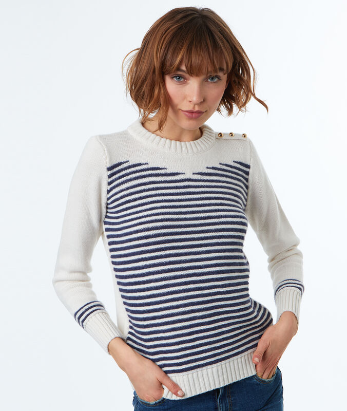 Shoulder buttoned sweater off-white.