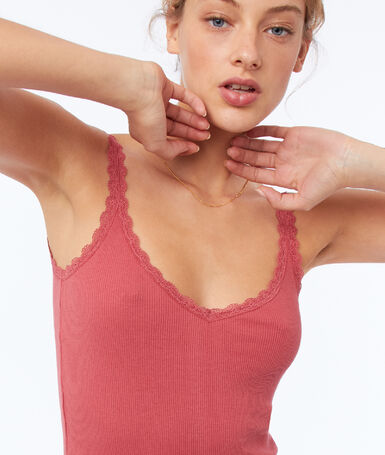 Tank top with lace details raspberry pink.