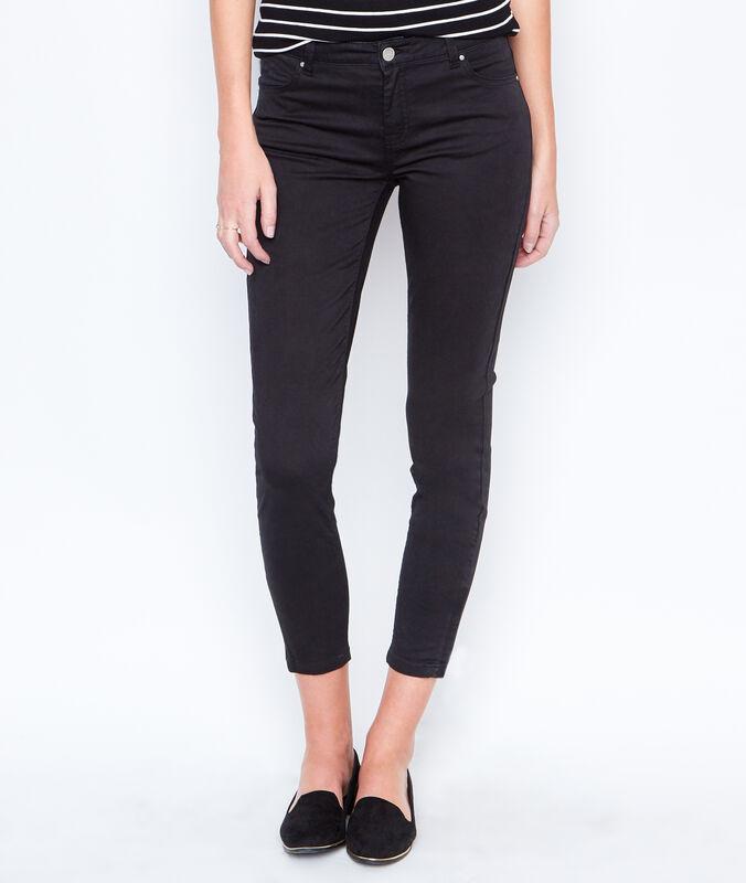 Cropped pants black.